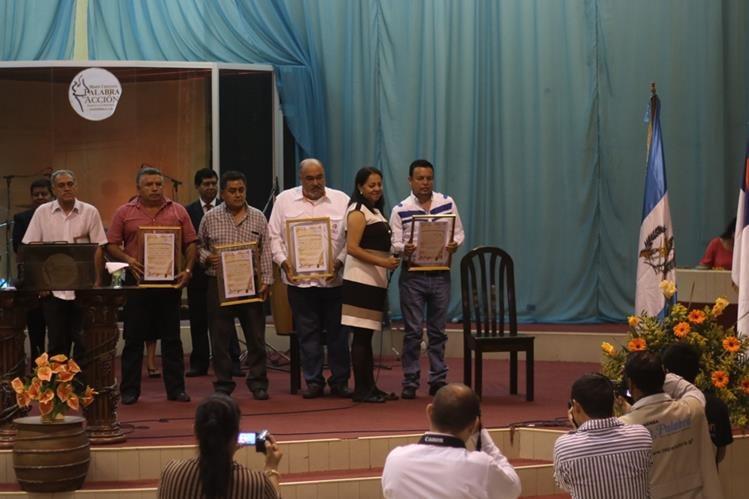 Candidatos a la Alcaldía de Esquipulas reciben lineamientos bíblicos en la iglesia Palabra en Acción. (Foto Prensa Libre: Edwin Paxtor)