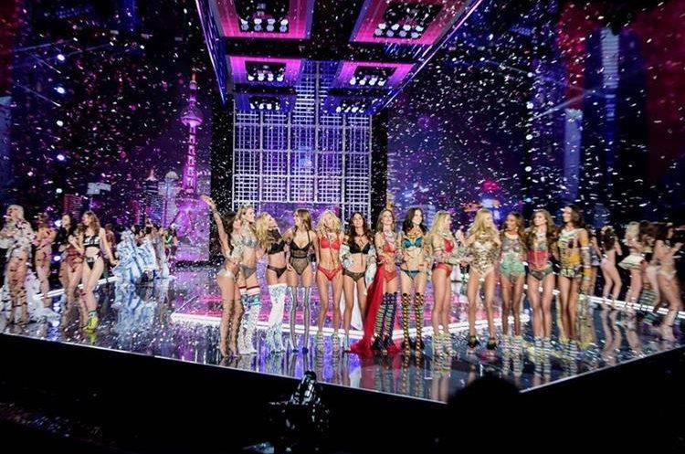 Las modelos festejan el fin delVictoria's Secret Fashion Show 2017