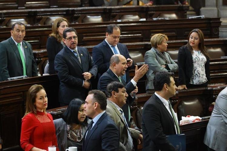 Diputados asisten a la sesión donde el plan gastos pasó en segunda lectura. (Foto: Alvaro Interiano)