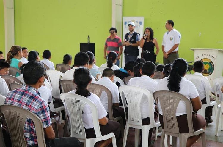 La Secretaría contra Violencia Sexual y Trata de Personas capacitó a unos tres mil estudiantes. (Foto Prensa Libre: Whitmer Barrera)