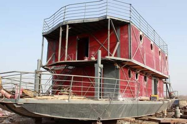 <p>El chino Lu Zhenghai se propuso construir un arca para salvarse del fin del mundo. (Foto Prensa Libre: AFP)</p>