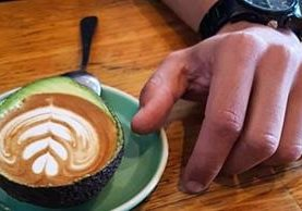 Gracias a una simple ocurrencia, algunas cafeterías de otras partes del mundo hicieron su propio Avolatte. (Foto Prensa Libre: ngnoticias.com)