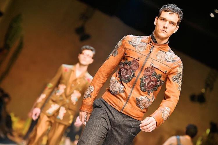La nueva colección de la firma Dolce & Gabbana se inspira en los colores y el estilo del lejano oeste. (Foto Prensa Libre: AFP).