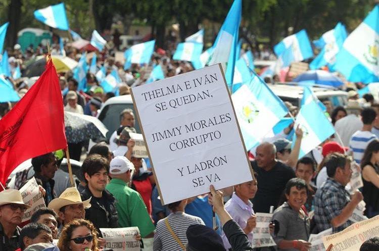 La fiscal Thelma Aldana indicó que renunciaría si el Presidente pide la destitución de Velásquez.