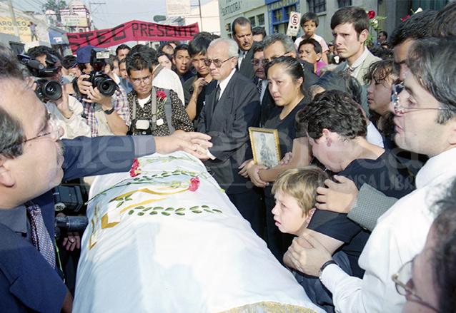Homenaje de Prensa Libre al fotoreportero Roberto Martínez el  28 de abril de 2000. (Foto: Hemeroteca PL)