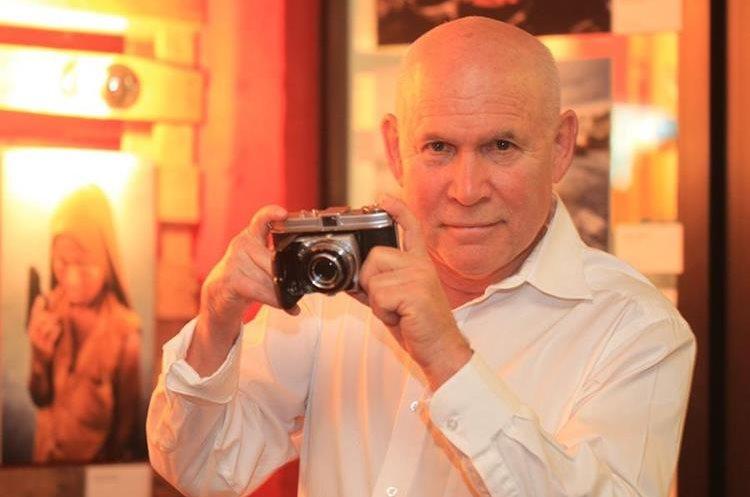 El fotoperiodista de National Geographic Steve McCurry cedió una entrevista a Prensa Libre. (Foto Prensa Libre: Óscar Rivas)