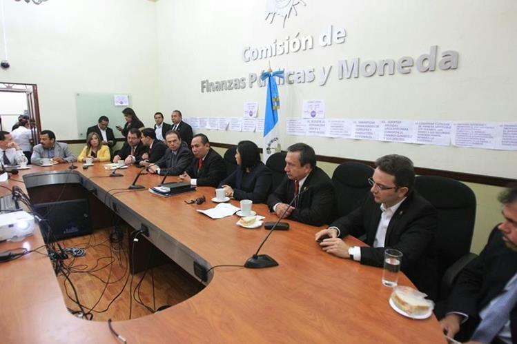 La Comisión de Finanzas redactó este martes el borrador del Presupuesto 2016. (Foto Prensa Libre: Esbin García)
