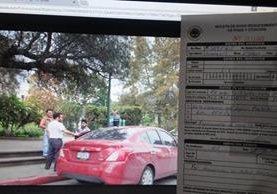 La fotografía muestra el lugar en el que se parqueó el concejal de Xela y la multa impuesta. (Foto Prensa Libre: María Longo)
