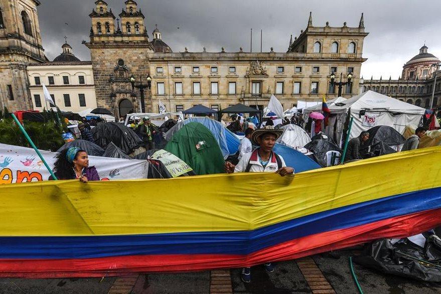 Miles de colombianos apoyan el proceso de paz. (Foto Prensa Libre: AFP).