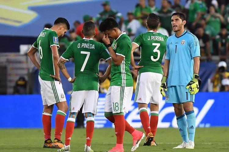 Afición mexicana quiere afuera al colombiano — Juan Carlos Osorio