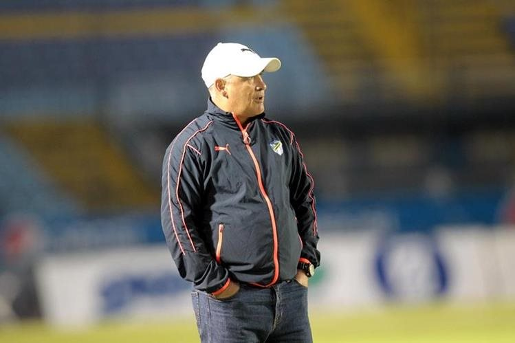 El técnico Willy Olivera de Comunicaciones dirigió el partido del sábado recién pasado contra Marquense (Foto Prensa Libre: Norvin Mendoza)