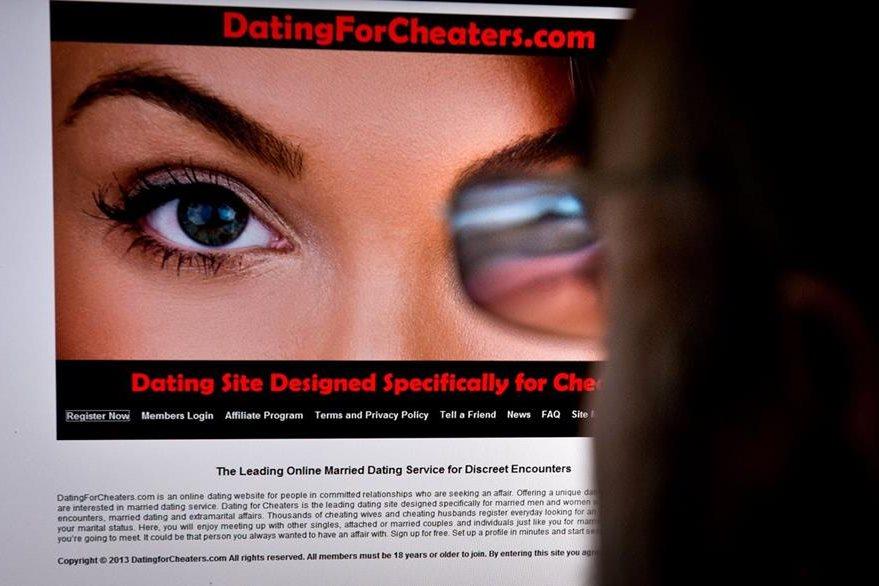 Otros usuarios de Ashley Madison han sido víctimas de extorsión luego de que sus datos fueran publicados. (Foto Prensa Libre: AFP).
