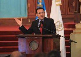 """Jimmy Morales revela que """"viene cosas difíciles"""" durante un acto en el Palacio Nacional de la Cultura. (Foto Prensa Libre: Estuardo Paredes)"""