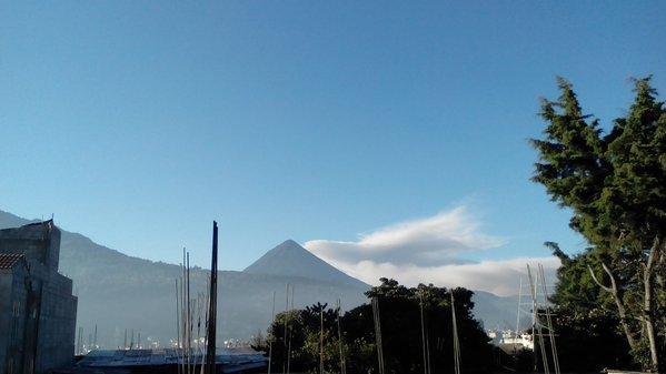 En Quetzaltenango, el volcán Santiaguito incrementó su actividad.