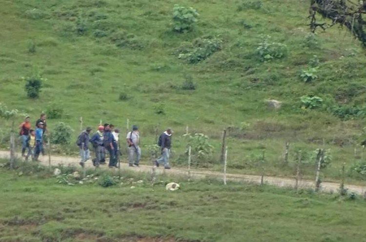 La Policía identificó a los manifestantes, quienes tenían armas de grueso calibre. (Foto Prensa Libre: Cortesía PNC)