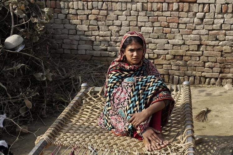 (Imagen de referencia) Una joven pakistaní. En algunos sectores de la sociedad pakistaní las mujeres son obligadas a casarse con quien escogen los padres. (Foto Prensa Libre. AP)