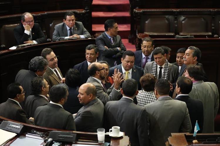 En la sesión plenaria de hoy los diputados deben aprobar el presupuesto de ingresos y egresos de la nación para el proximo año. (Foto Prensa Libre: Hemeroteca PL)