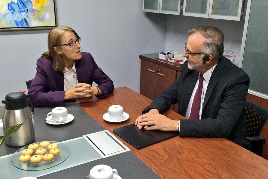 Sara Sewall se reunió con funcionarios del Ministerio de Gobernación. (Foto Prensa LIbre: Embajada de Estados Unidos)