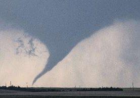 Un tornado recorre el sur de Dodge City, Kansas, EE. UU.(Foto Prensa Libre:AP).