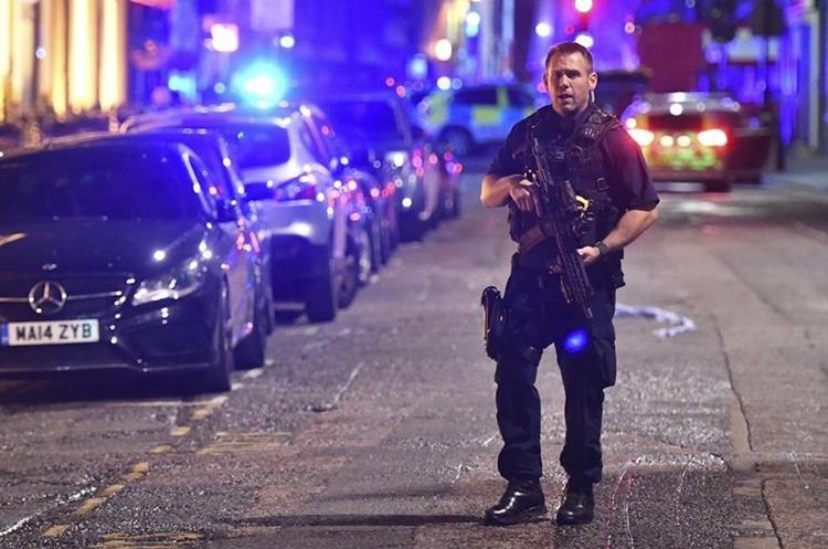 Atentado en Londres deja 8 muertos y más de 50 heridos