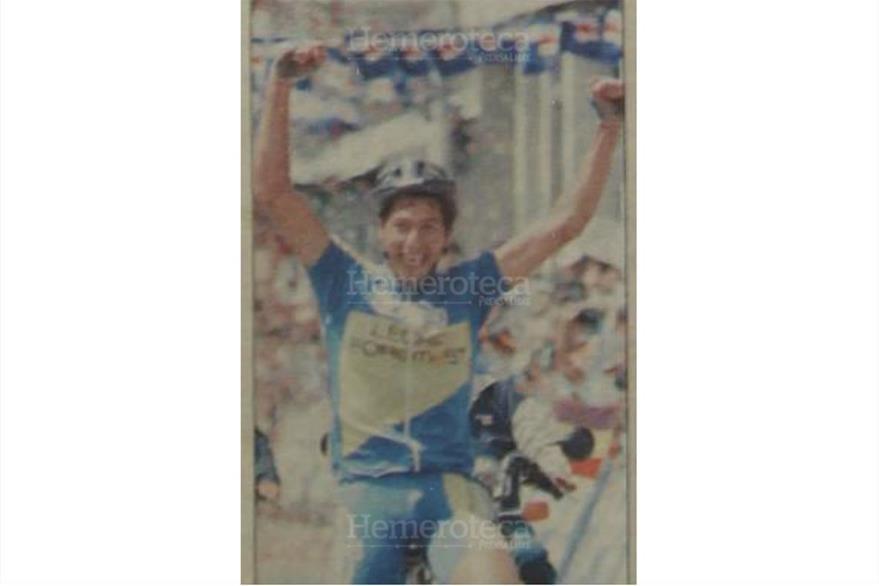 Migdael Zeceña llega triunfante a San Pedro Sacatepéquez San Marcos el 4/11/1998.(Foto: Hemerotaca PL)