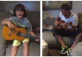 Ricardo Arjona canta junto a su hijo Nicolás. (Foto Prensa Libre: Tomada de Instagram)