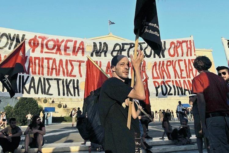 Durante los últimos meses los griegos salieron a las calles a manifestar por la situación económica. (Foto Prensa Libre: Hemeroteca PL)