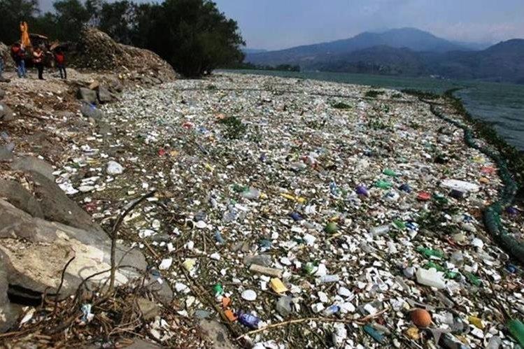 La acumulación de basura contamina el Lago de Amatitlán, Guatemala. (Foto Prensa Libre: Esbin Garía)