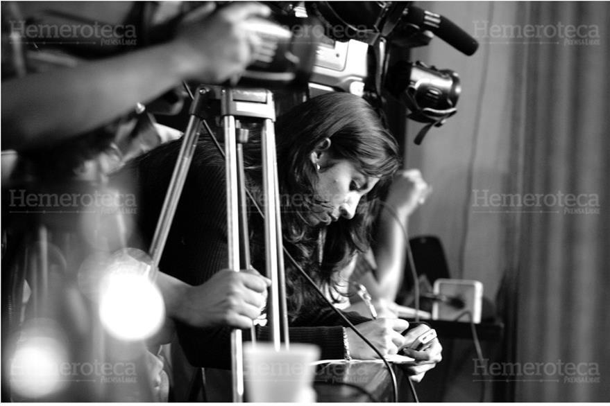 Ilustración sobre la labor de reporteros de prensa para mantener la libre  emisión del pensamiento. (Foto: Hemeroteca PL).