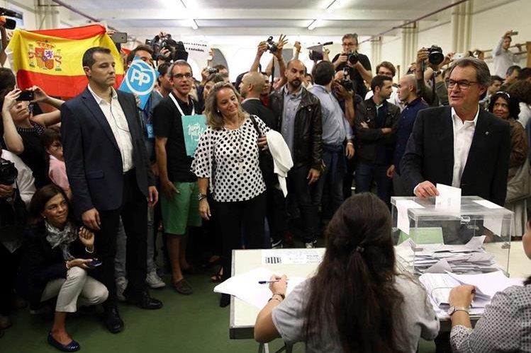 Las votaciones promueven la independencia de España. (Foto Prensa Libre: EFE)