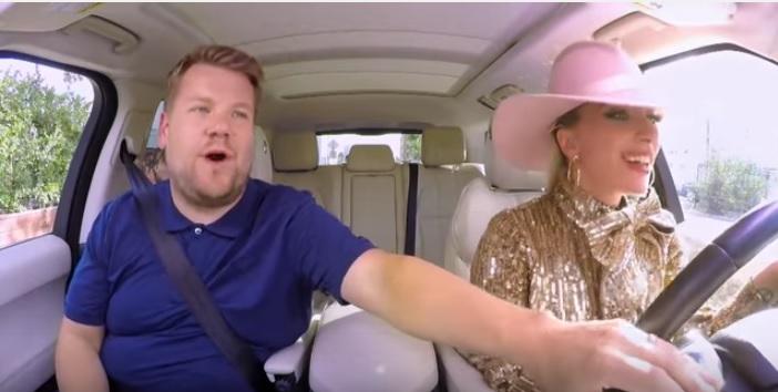 Lady Gaga llegó a Carpool Karaoke para promocionar su nuevo disco Joanne. (Foto Prensa Libre: YouTube)