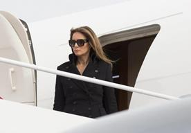 La primera dama, Melania Trump, deslumba por su vestuario.