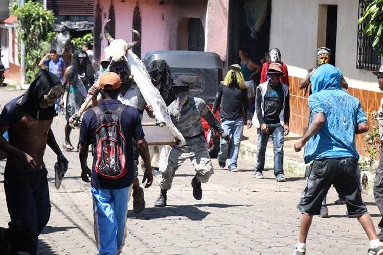 Los Shapos es una tradición que se celebra en San Bernardino, Suchitepéquez. (Foto Prensa Libre: Cristian Soto)