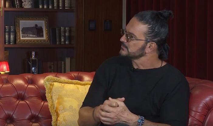 Ricardo Arjona, durante su entrevista en el diario Clarín de Argentina (Foto Prensa Libre: Facebook).
