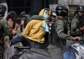 Activistas han denunciado a las fuerzas policiales venezolanas por abuso de autoridad. (Foto Prensa Libre: EFE)