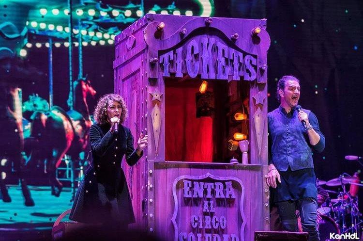 "Gaby Moreno y Ricardo Arjona interpretan ""Fuiste tú"", durante la gira Circo Soledad en Guatemala"