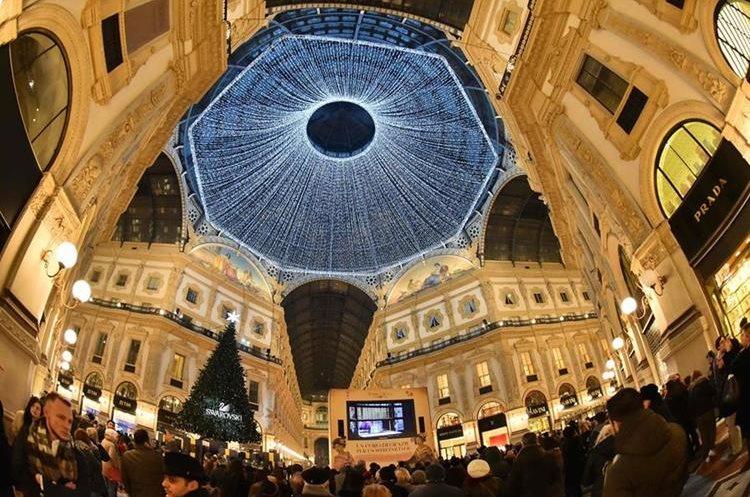 Majestuosa decoración en la galería de Vittorio Emanuele, Milano, Italia.