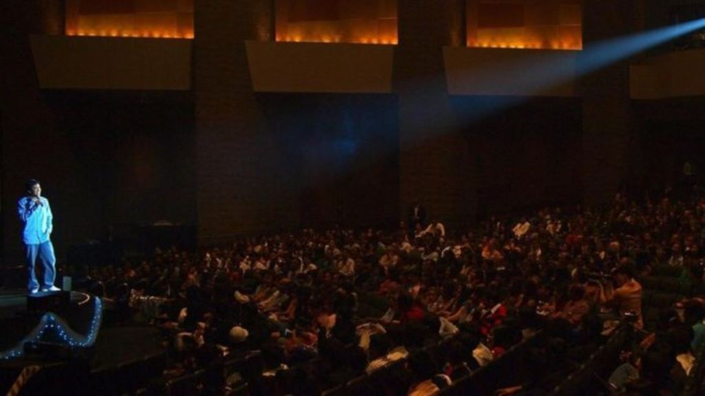 El tercer show de Dan Nainan como comediante tuvo una audiencia de 2.500 personas, reunidas en una sala de conferencias. DAN NAINAN