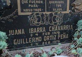 Una de las lapidas que se encontraron en el Cementerio General de víctimas que fallecieron a consecuencia del terremoto de 1976. (Foto Prensa Libre: Erick Ávila)