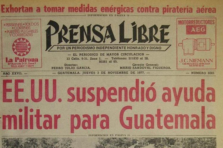 Portada de Prensa Libre del 3/11/1977 sobre la supensión de ayuda militar. Foto: Hemeroteca PL)