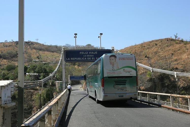 El puente El jobo se ubica en la frontera Valle Nuevo, Jutiapa y comunica con El Salvador. (Foto Prensa Libre: Hemeroteca PL)