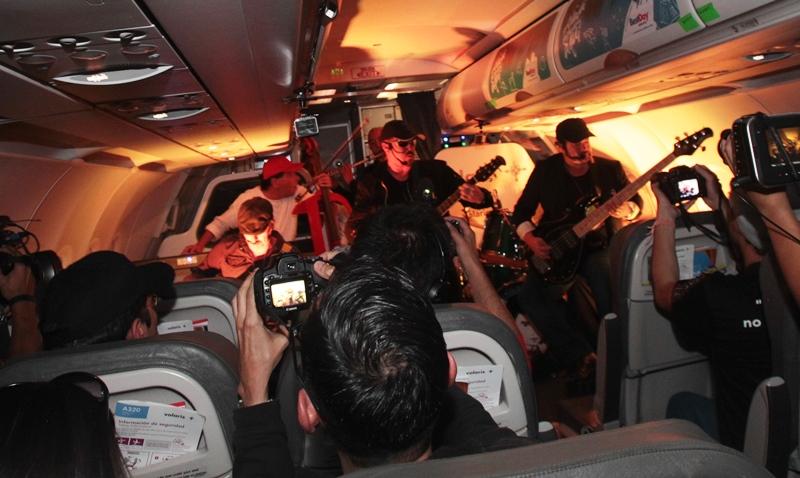Los fanes  de Alux cantaron todos los temas. (Foto Prensa Libre: Keneth Cruz)