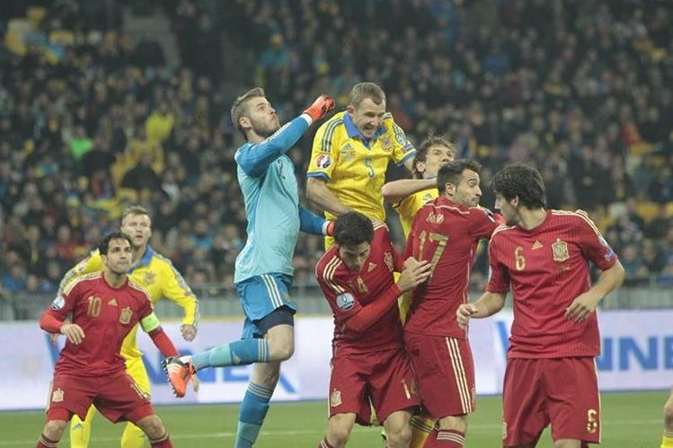 David de Gea en una de sus grandes actuaciones de ayer durante el partido entre la selección de España y Ucrania. (Foto Prensa Libre: AP)