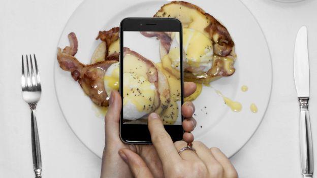 ¿En qué momento tomar una foto antes de comer se convirtió en un ritual habitual? (GETTY IMAGES)