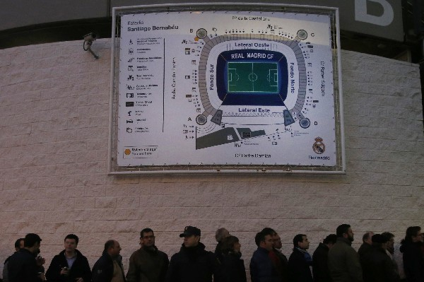 El estadio Santiago Bernabéu es el escenario con mejores condiciones para realizar la final de la Copa del Rey. (Foto Prensa Libre: AP)