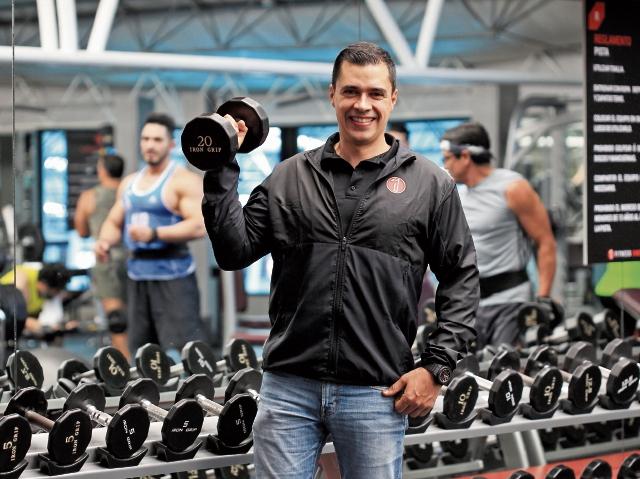 Juan Ramón Morales, director general de Bussiness Ventures International, dirige los gimnasios Fitness One y Dinamic. En conjunto maneja cinco instalaciones con más de 13 mil usuarios