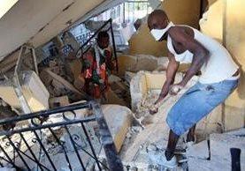 Las labores de desescombro en busca de supervivientes se prolongaron durante más de dos semanas en Haití, que vivió en 2010 el terremoto más catastrófico de la región. JOE RAEDLE/GETTY IMAGES