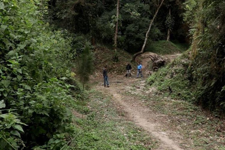 Si los vecinos que solicitan agua entubada no cuentan con terreno para sembrar los árboles, la comuna de San Juan Comalapa les asignará un espacio en terrenos municipales. (Foto Prensa Libre: Víctor Chamalé).
