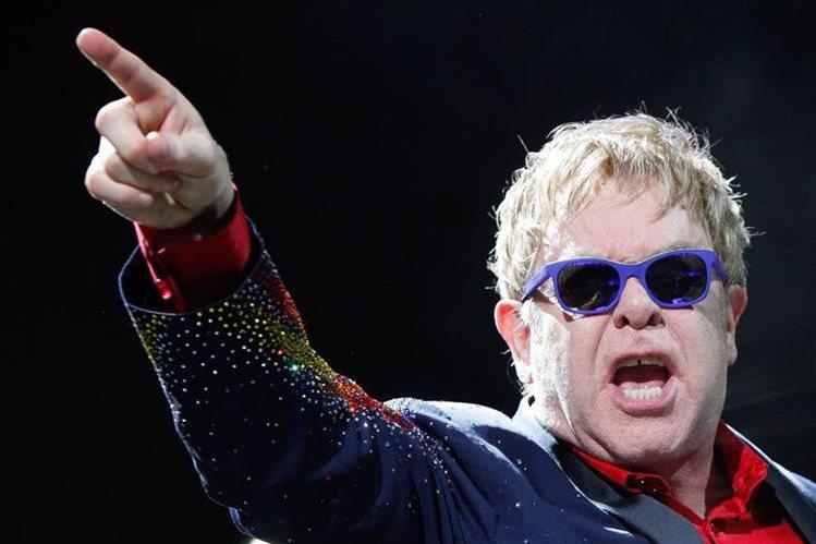 Es falso que Elton John vaya a cantar en la investidura de Trump este viernes, según indicó un representante del cantante británico. (Foto: Hemeroteca PL).