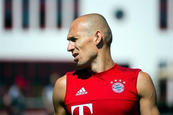 La vuelta a los entrenamientos de Arjen Robben llena de alegría al Bayern Múnich. (Foto Prensa Libre: Bayern)